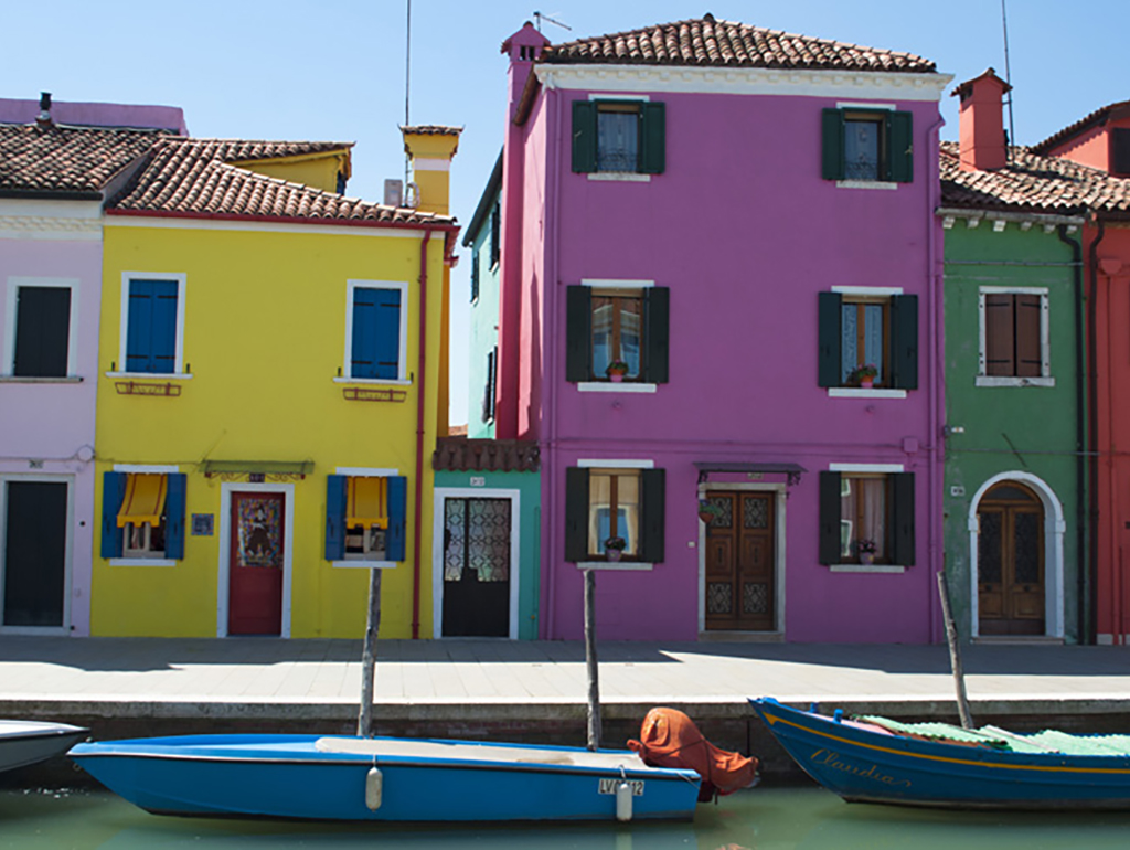 photo of burano in Venice, Italy