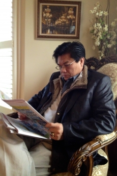 photo of hyung park reading the paper